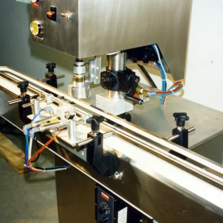 Cap Retorque Machine